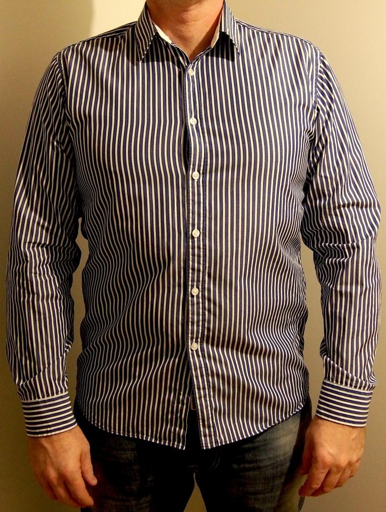 Blåvit randig skjorta från Bläck. 199kr från Emmaus.