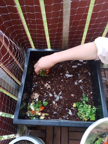 Genom att placera den första maten i hörnen går det enkelt att kontrollera om masken flyttar sig mot maten