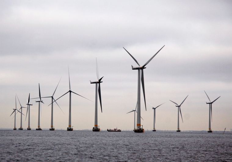 Lillgrund_wind_farm_06.jpg