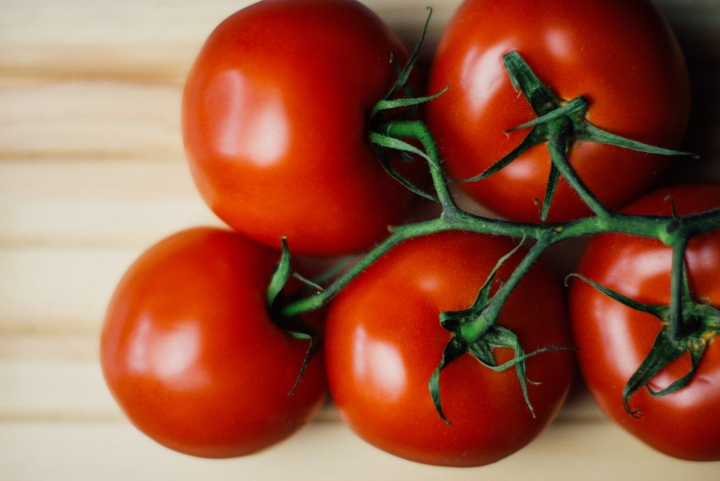 food-wood-tomatoes