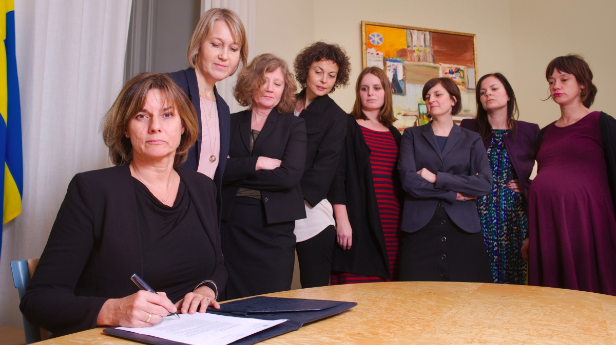 Isabella_Lövin_signing_climate_law_referral