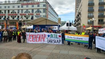 Samling vid medborgarplatsen. Foto: Viktor Bergqvist